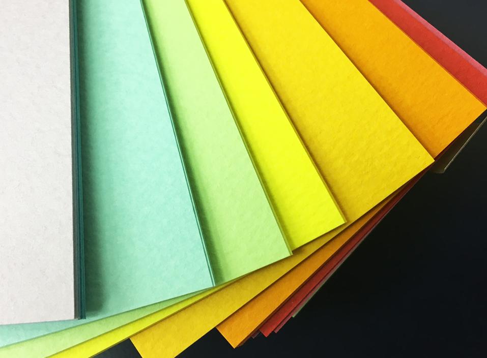多彩な色の紙サンプル、カラフル